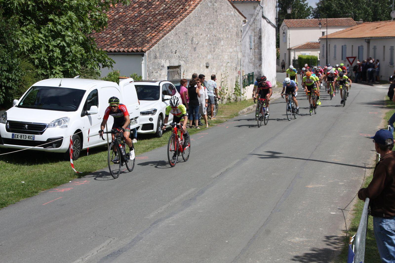 Pierick  GAUTHIER, Stevan  LE GOT, Michaél  DESNOYER  et  Clément  RINJEONNEAU  font  partie  de  ce  groupe  de  tête