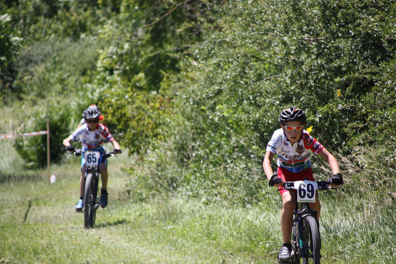 3  coureurs  du  VC  Charente-Océan au  3  1er  place   et  Mathéo  BIRAUD  à  la  4e