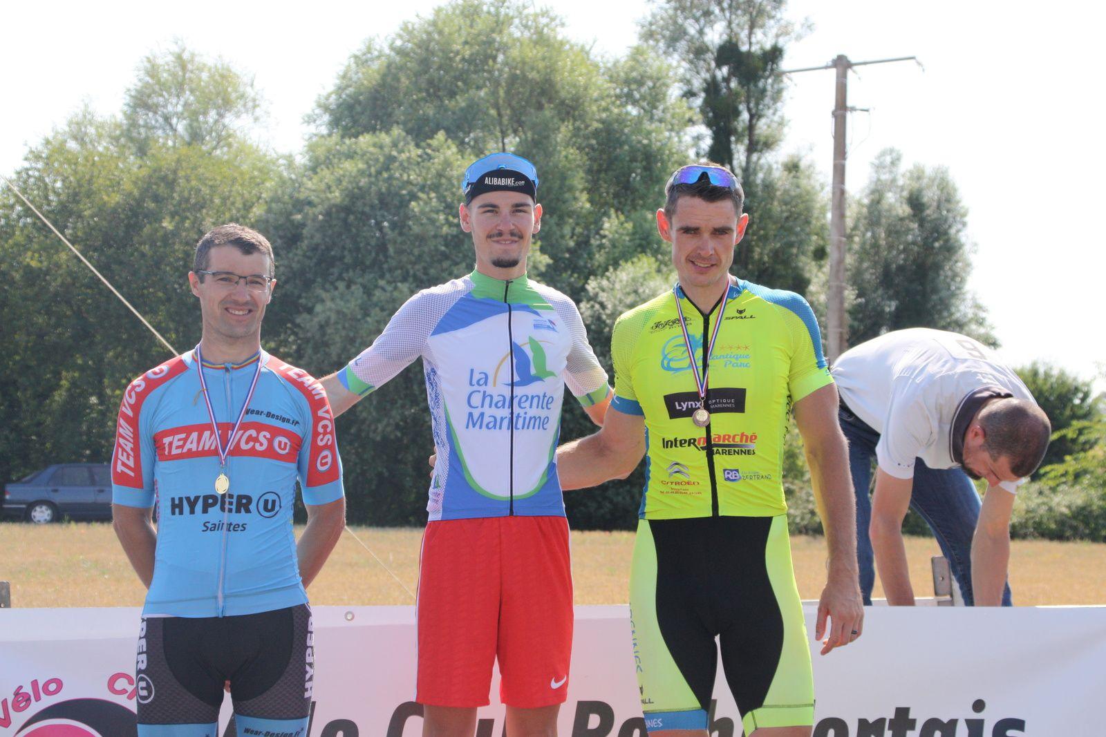 Le  podium  du  championnat  départemental