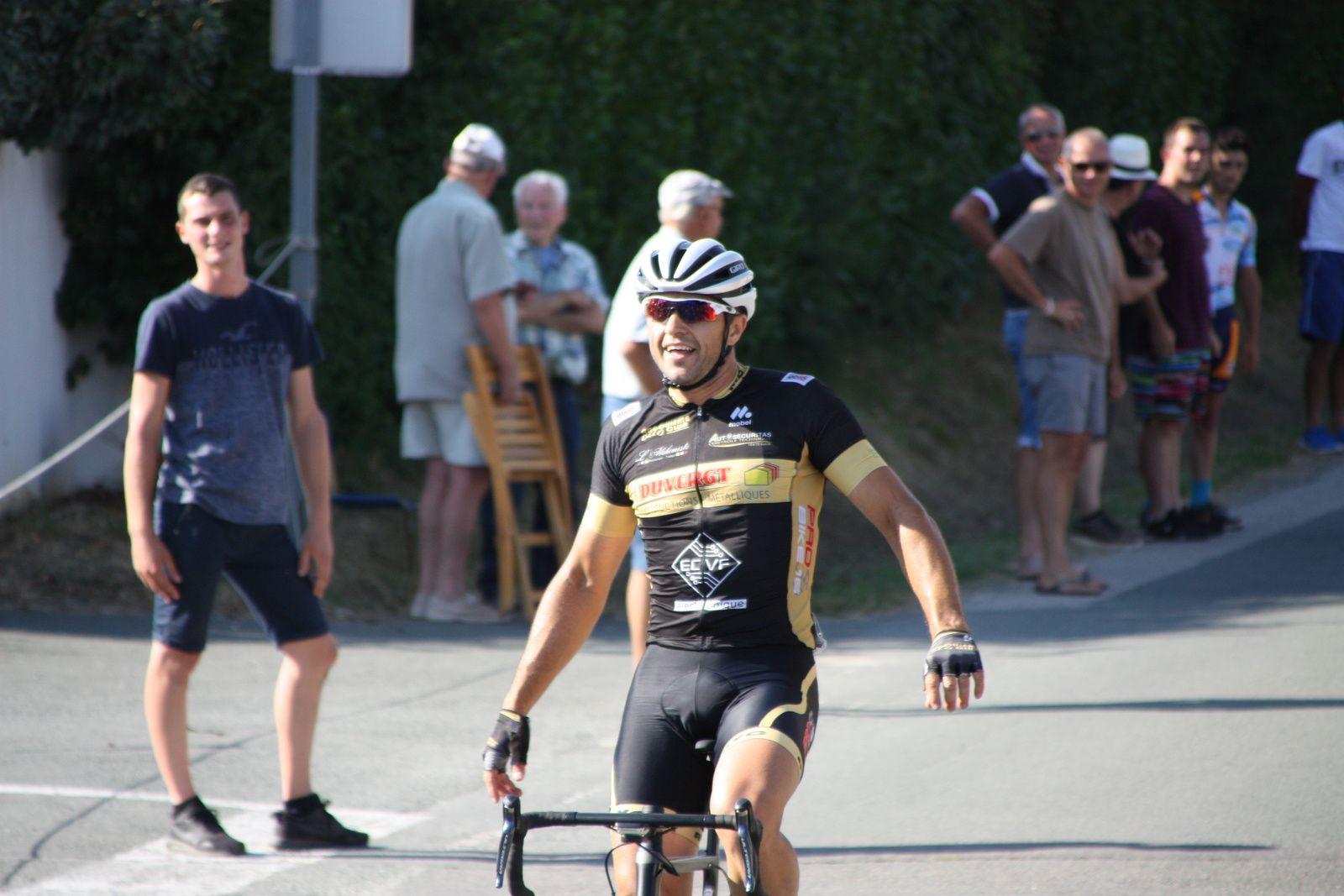 L'arrivée  et  la  victoire  pour  Nicolas  LABUSSIERE