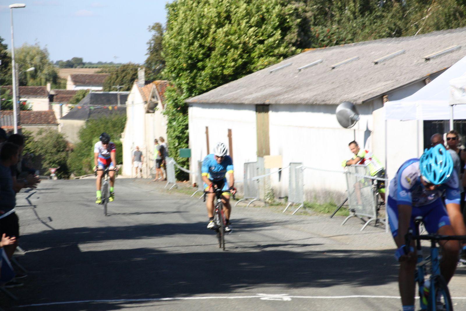 14e  Yannick  FOUGERET(PC  Oléron), 15e  Stéphane  MOREL(VC  Charente-Océan)