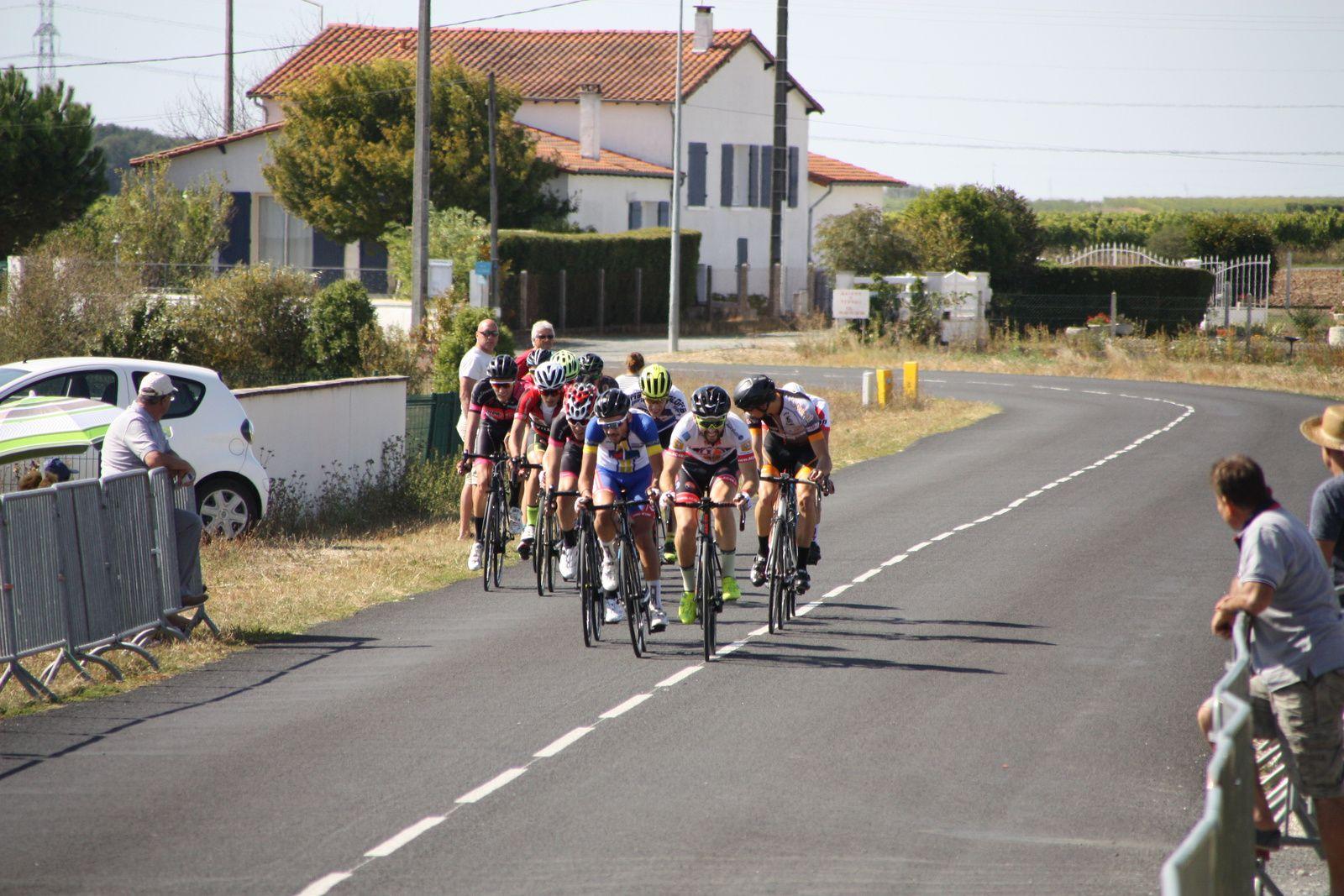 Une  dizaine  de  coureurs  se  sont  dégagés