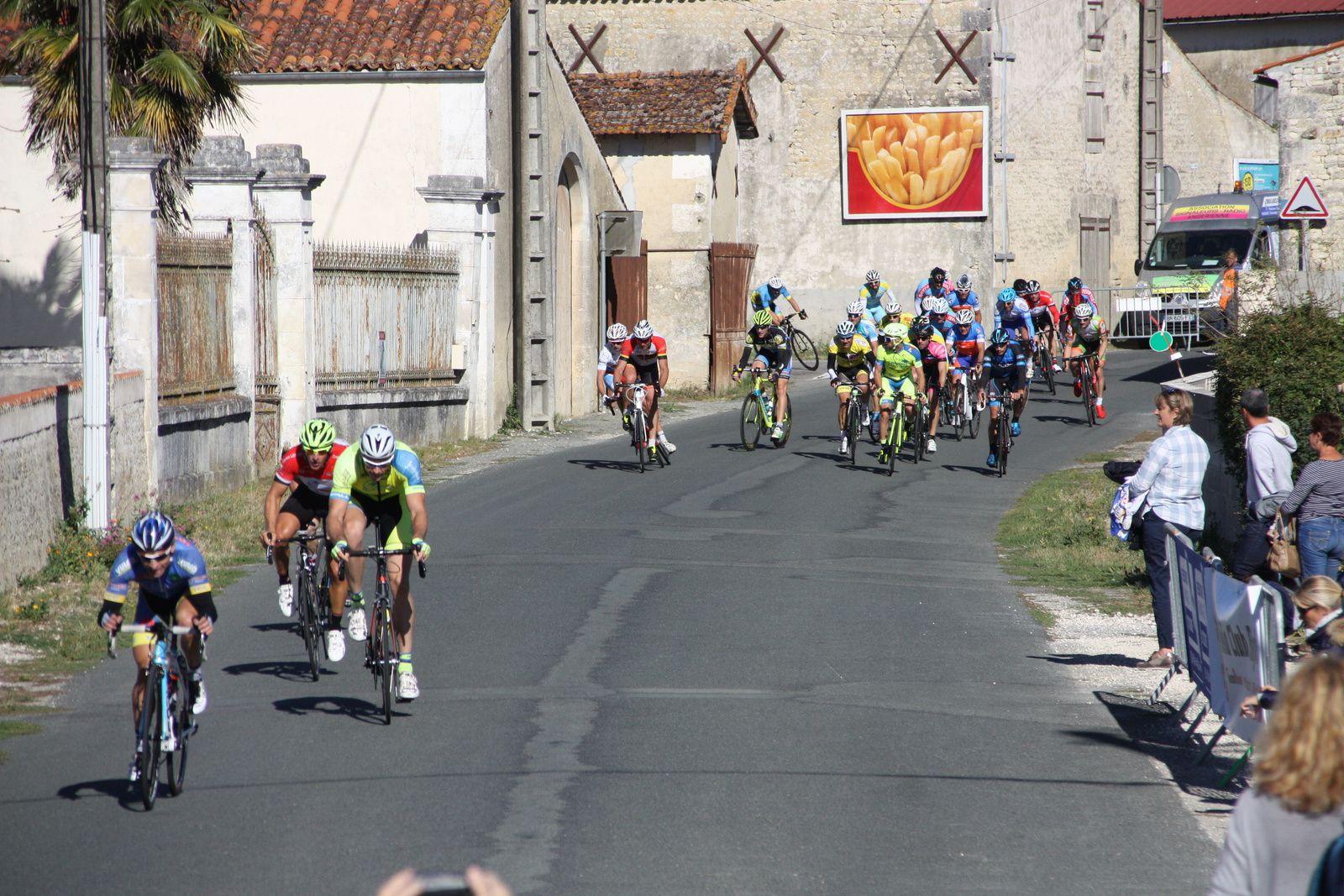 On  tente  de  resortir  à  4  avec  Jean-Claude  SOULARD, Tristan  BOSSIS, Hugues  CORDONNIER  et  Stéphane  BOIRIVANT