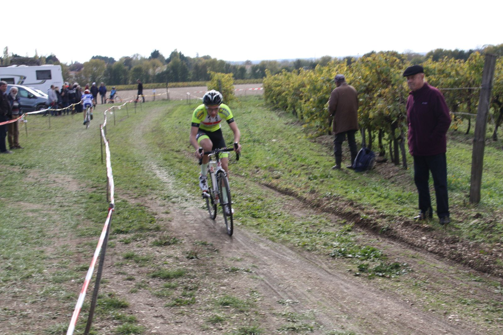 Simon  BRUET  tente de conserver  la 2e  place