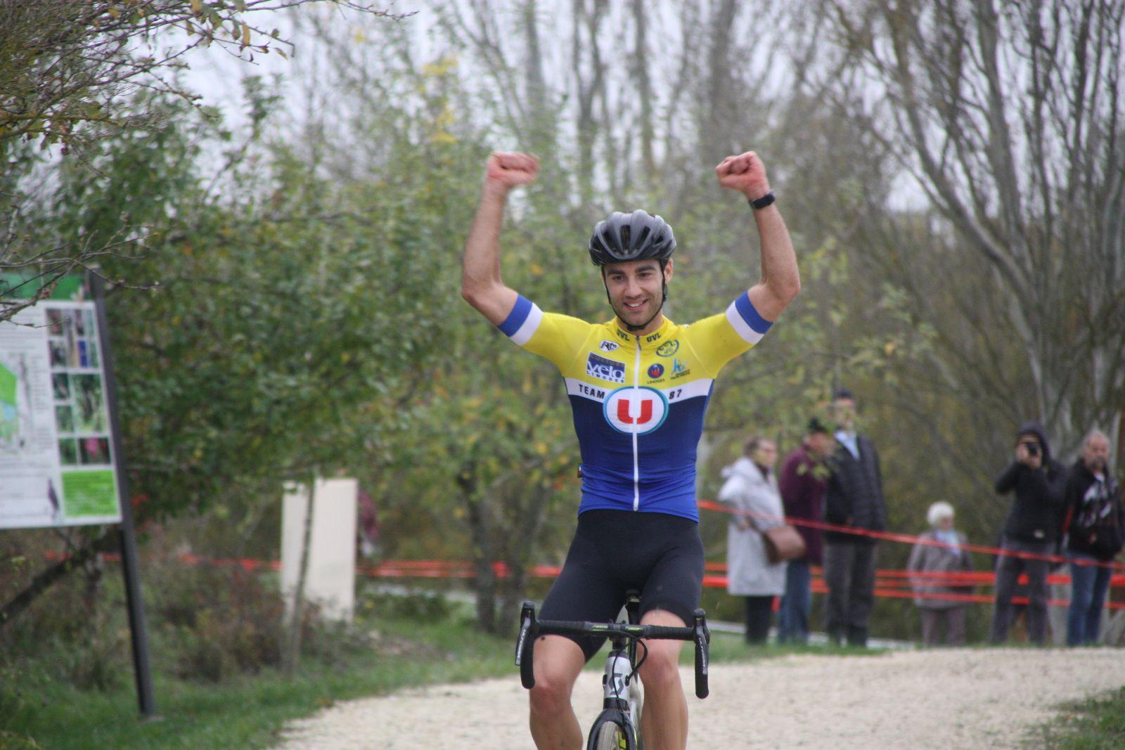 L'arrivée  et  la  victoire  pour  Rémi  EPRINCHARD(UV  Limoges)