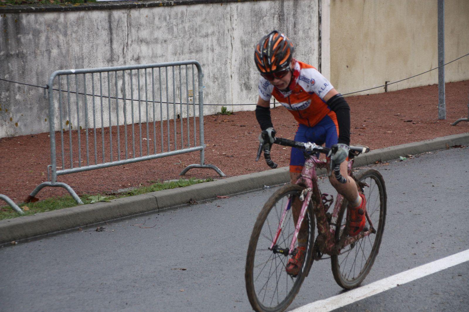 L'arrivée et  la victoire pour Clément  CHAVANEL(AC Chatellerault), 2e  Mattei  CACAULT(CC  Vervant), 3e  Marin  BERNARD(UA La Rochefoucault), 4e Elie  CRON(UVA), 5e  Louis CONOR(VC Rochefort), 6e  Cyprien  VAN WONTERGHEM(AC Macqueville 17)