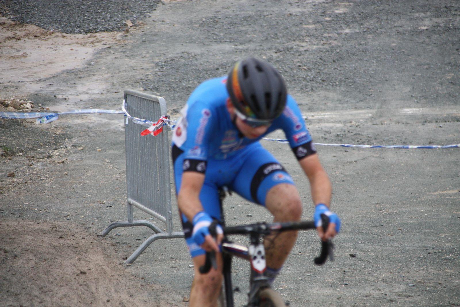 Passage sur la piste de BMX