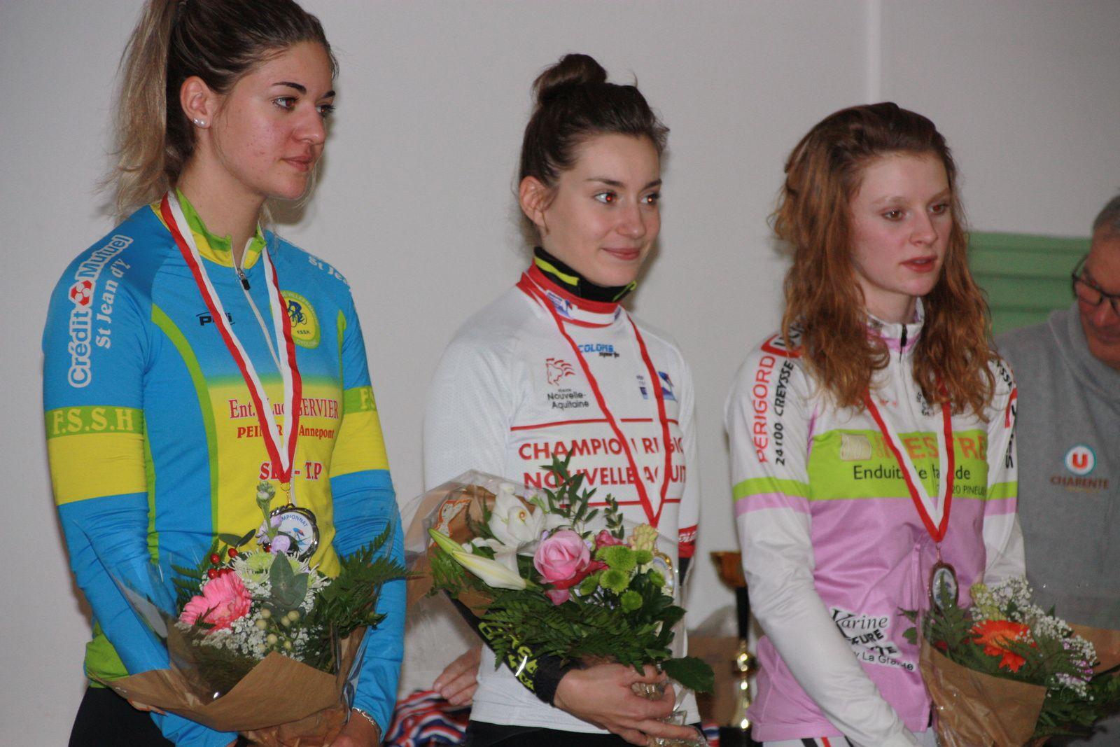 Le  podium  avec Audrey  MENUT et son  maillot de championne régionale