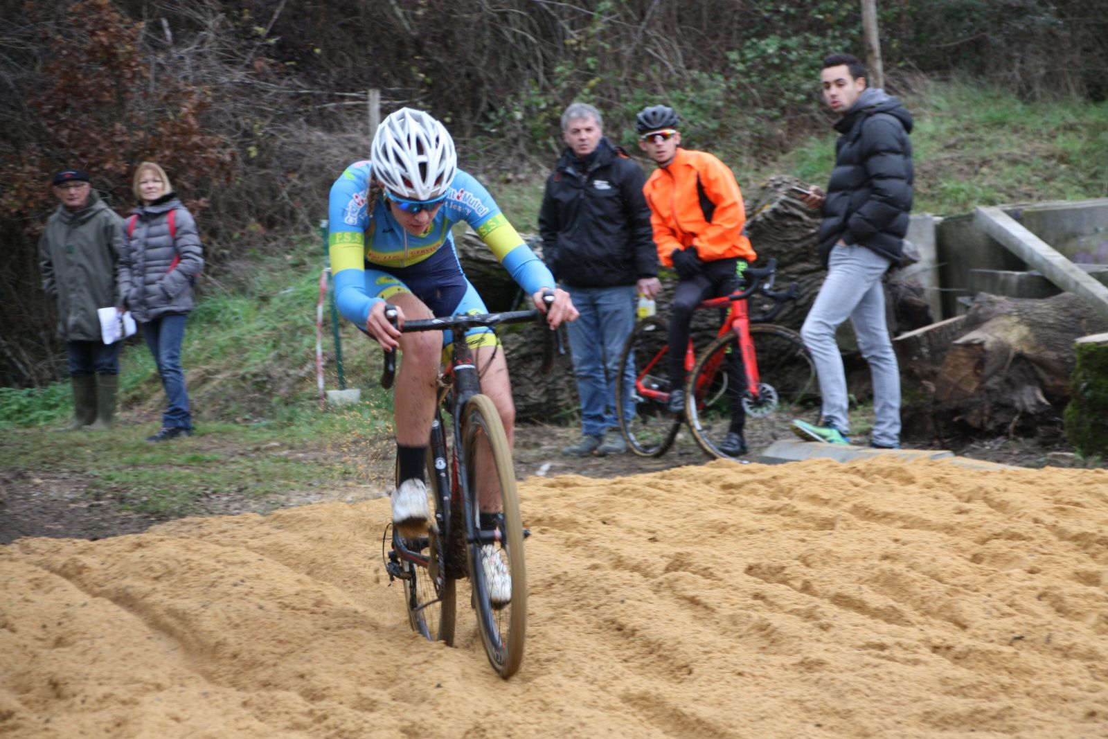 La licenciée  de l'Avenir Cycliste  tente   de  décrocher  celle de la FS St  Hilaire
