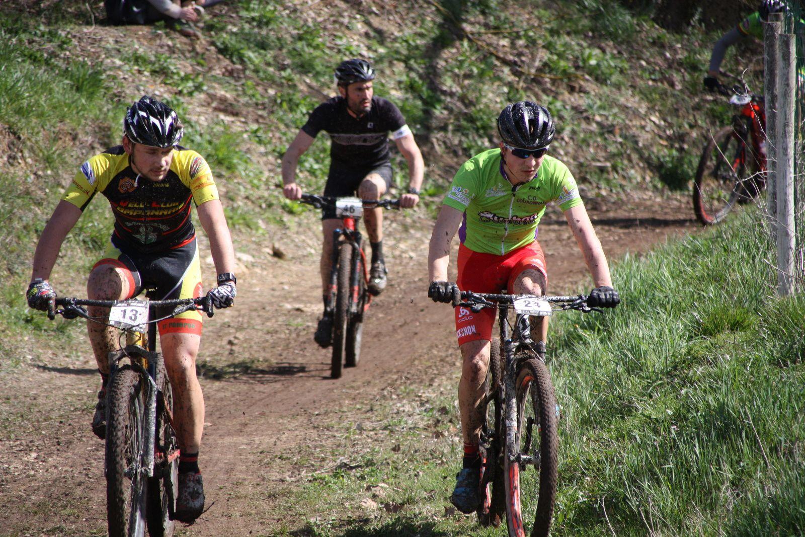 La  fin  du  1er  tour  Elites  avec  Jérome GIRARD  l'ancien coureur de l'Avenir Cycliste