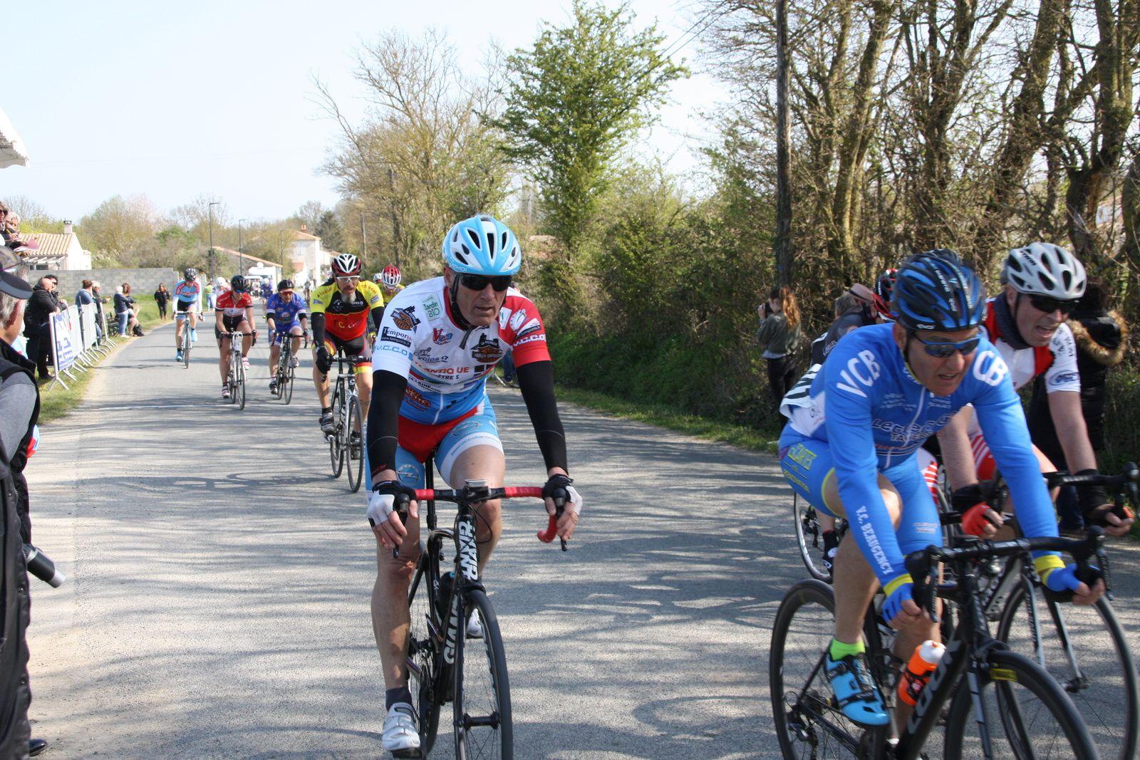 6e  Alain  GEMAUX(VCCO), 7e  Fabrice  RICHARD(VCCO), 8e  Anthony  GUILLON (T St Sauveur), 9e  Alain  RAMBEAU(CC St Agnant), 10e  Laurent  TRIOLET (SS  St Agnant), 11e  Sébastien  AIGRON(VCCO), 12e  Axel  CHOLLLET(T  St Sauveur), 13e  Bruno  LAVIDALLE(VC  Corme-Royal), 14e  Jérémy  FELICITR(APOGE), 15e Roland  CLOUET(VC St Sébastien), 16e  Alain  KOSEK(VC  Corme-Royal), 17e  Ohilippe  FERREIRA(VCCO), 18e  Eric  GAUMET(EC  Vélizy 78), 19e  Didier  PICHAUD(VC  Matha), 20e  Anthony  JARRIER MARTIN(VC  Rochefort).