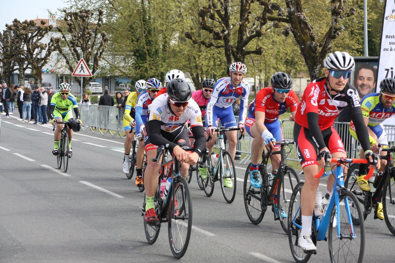2e  passage  Arnaud  CHAUMET  et  Florian  LATOUR  emménent  le  groupe  de  tête