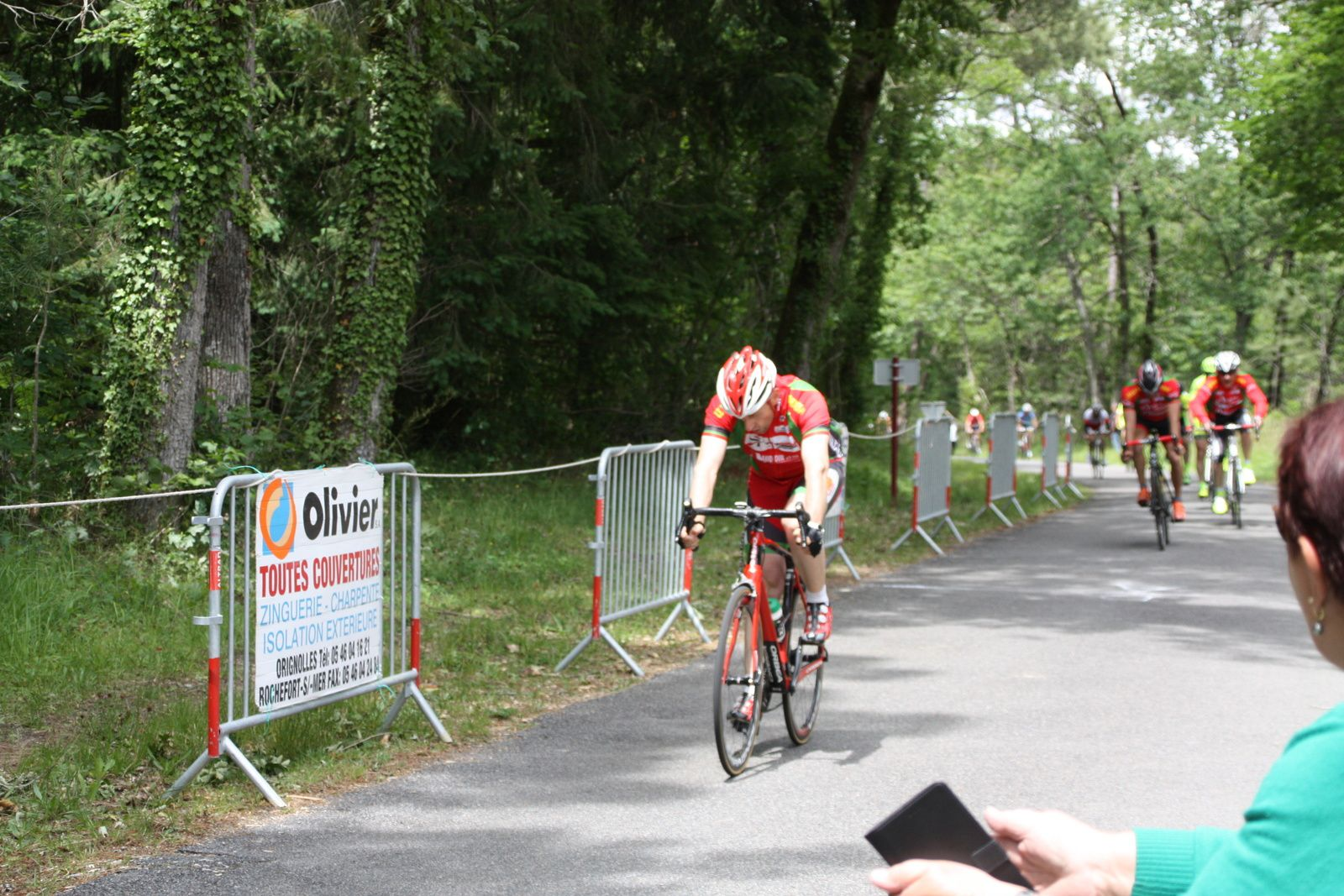 L'arrivée  au  sprint  et  la  victoire  pour  Jean-Christophe  VILLENEUVE (NL),