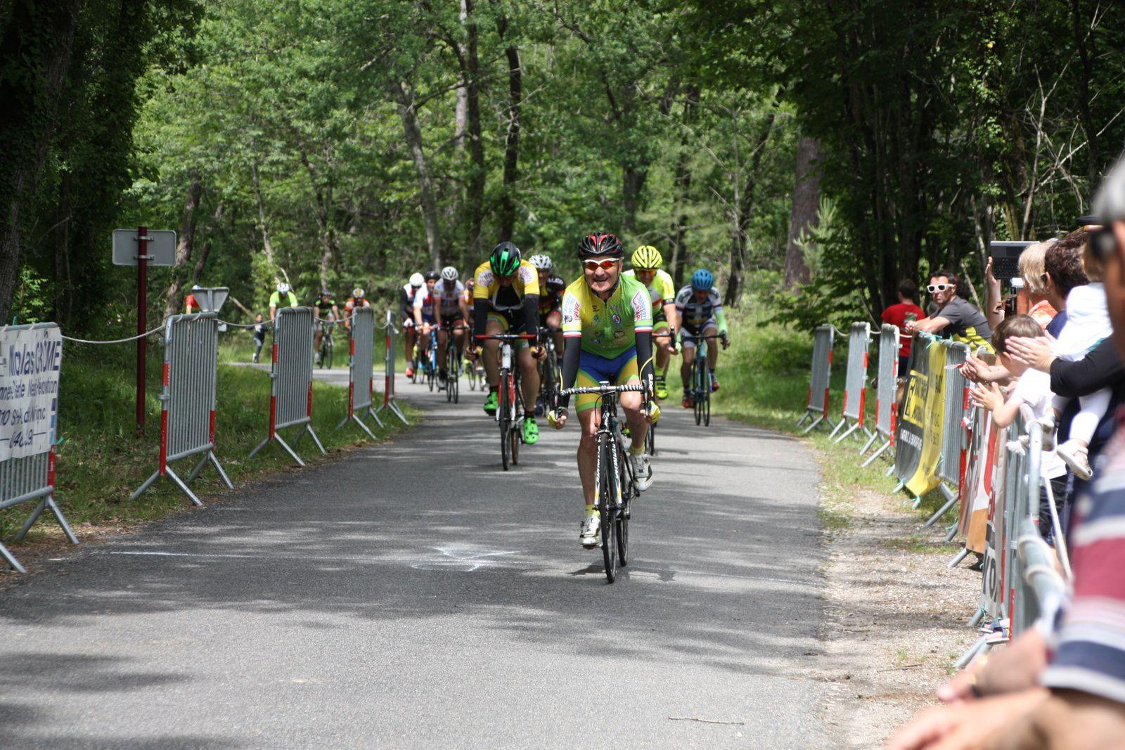 Arrivée  au  sprint  et  victoire  pour  Jean-Claude  BOCQUIER(NL), 2e  Sébastien  BARONNET(UC  Arcachon), 3e  Cyril  QUANTE (NL), 4e  Jean-Pierre  BARDET(AL Gond Pontouvre), 5e  Benoit  BAYET(NL), 6e  Bastien  DEYYON(NL), 7e  Christian  LABROUSSE( TSU Rouillac), 8e  Rémi  LEBLANC(SA  Mérignac), 9e  Bernard  VERMOOTE(EC  Foyenne), 10e  Didier  GIRAUD(SC  Braud St Louis), 13e  Isaline  CHAUVET(AC  Macqueville), 15e  Jean-Baptiste  JACAUD(APOGE).