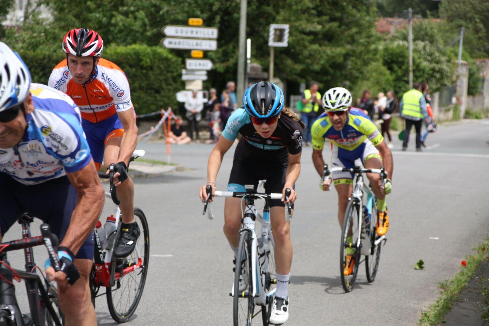 A  la  fin  du  1er  tour, ils  sont  sortit  à  3  avec  Florian  LATOUR