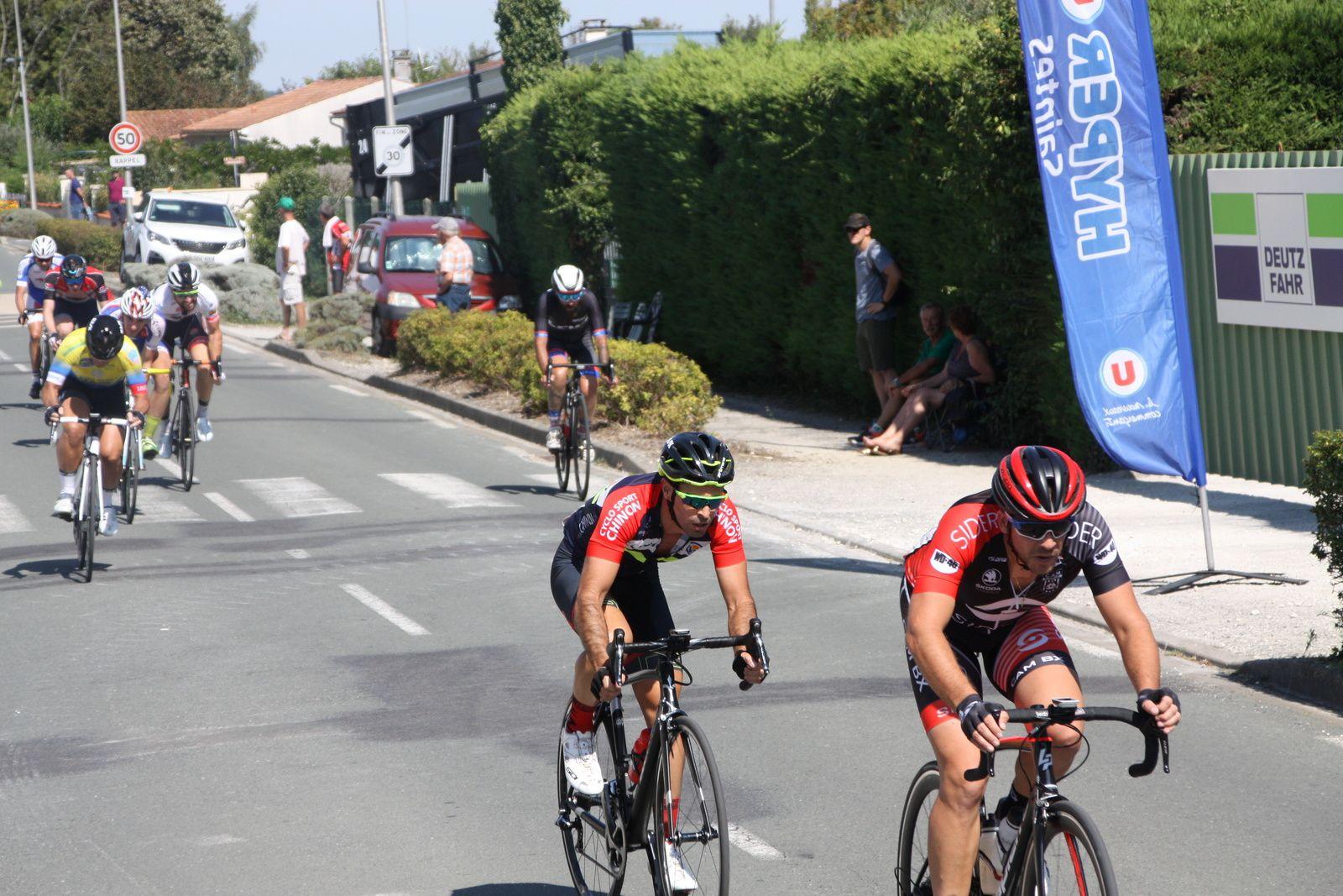 1er  passage  Julien  DESHAYES  emméne  devant  Florent  FRIOU