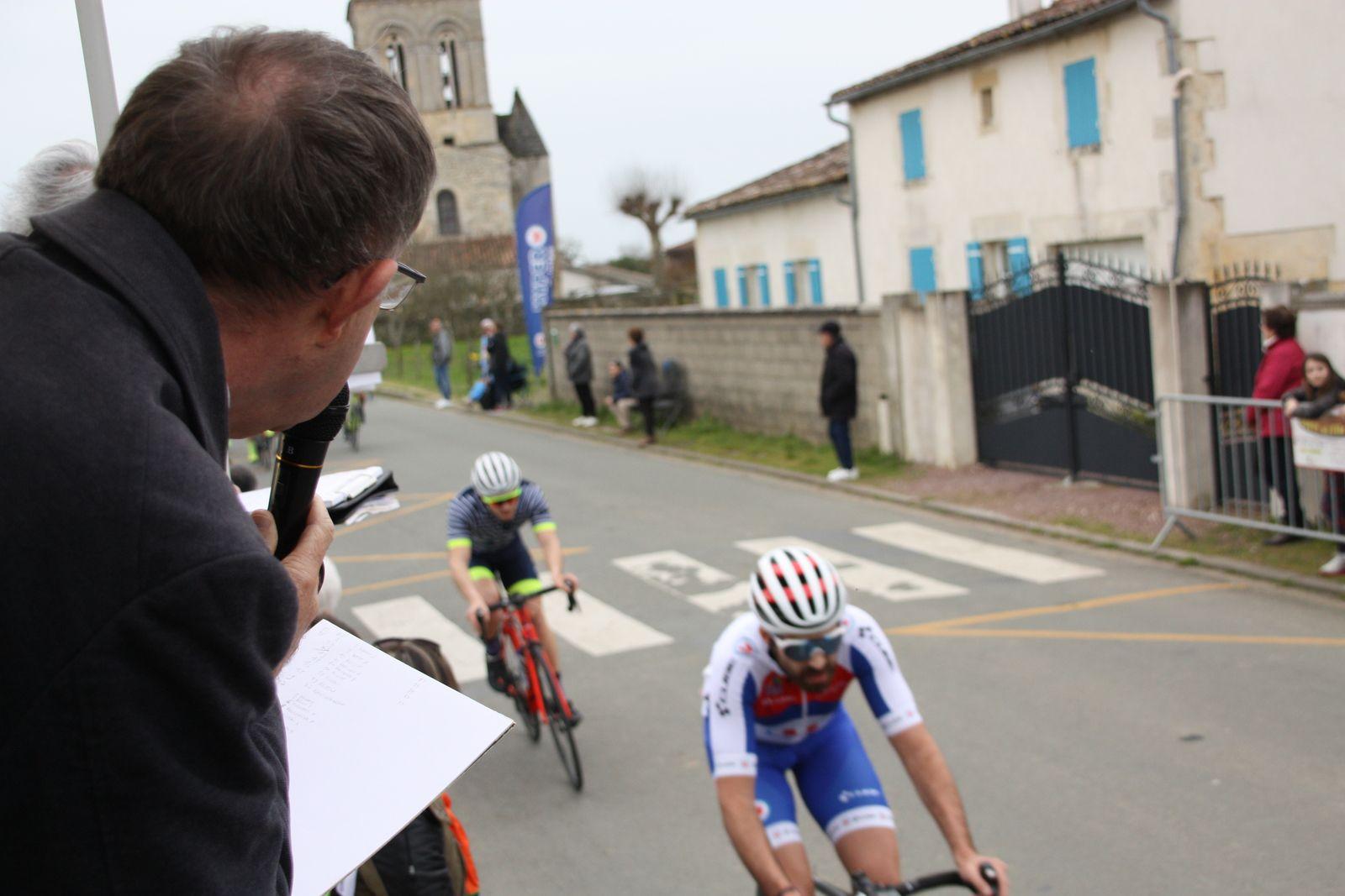 A  2  toursde  l'arrivée  tentativede  Julien  RANSINANGUE  pris en chasse  par  Cyril  DELJEHIER, le  contre  est  emmené par  Laurent  PINEAU et  Hugo  MARNETTO