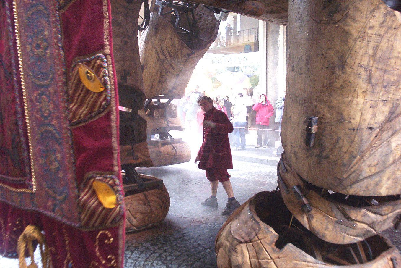 ROYAL DE LUXE AU HAVRE EN 2006:La visite du sultan des indes sur son elephant a voyager dans le temps