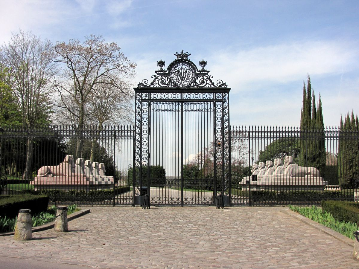 Les sphinx du château du Verduron, Marly-le-Roi