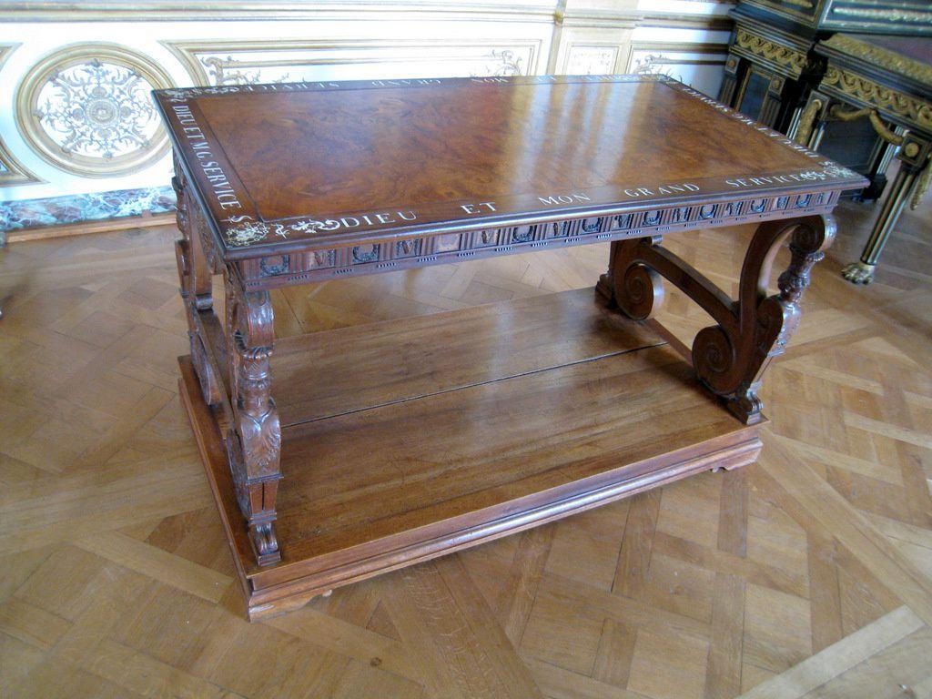 Table dite du 'cep de vigne', château de Chantilly