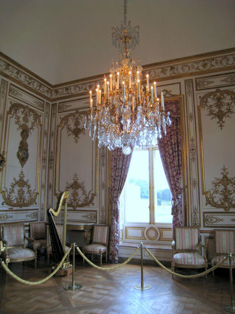 Harpe du salon de musique du château de Chantilly