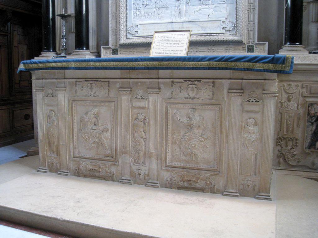 Sculptures de l'autel de la chapelle du château de Chantilly