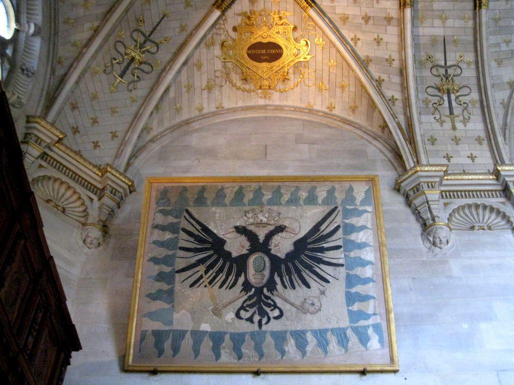 Drapeau et décors, chapelle du château de Chantilly