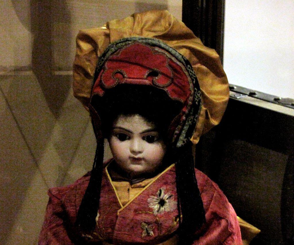 Poupée costumée en Japonaise (Casimir Bru), musée du jouet de Poissy