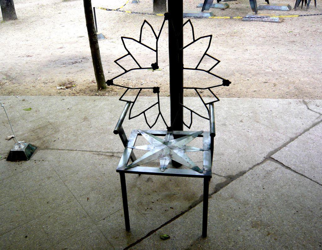 La chaise et le végétal