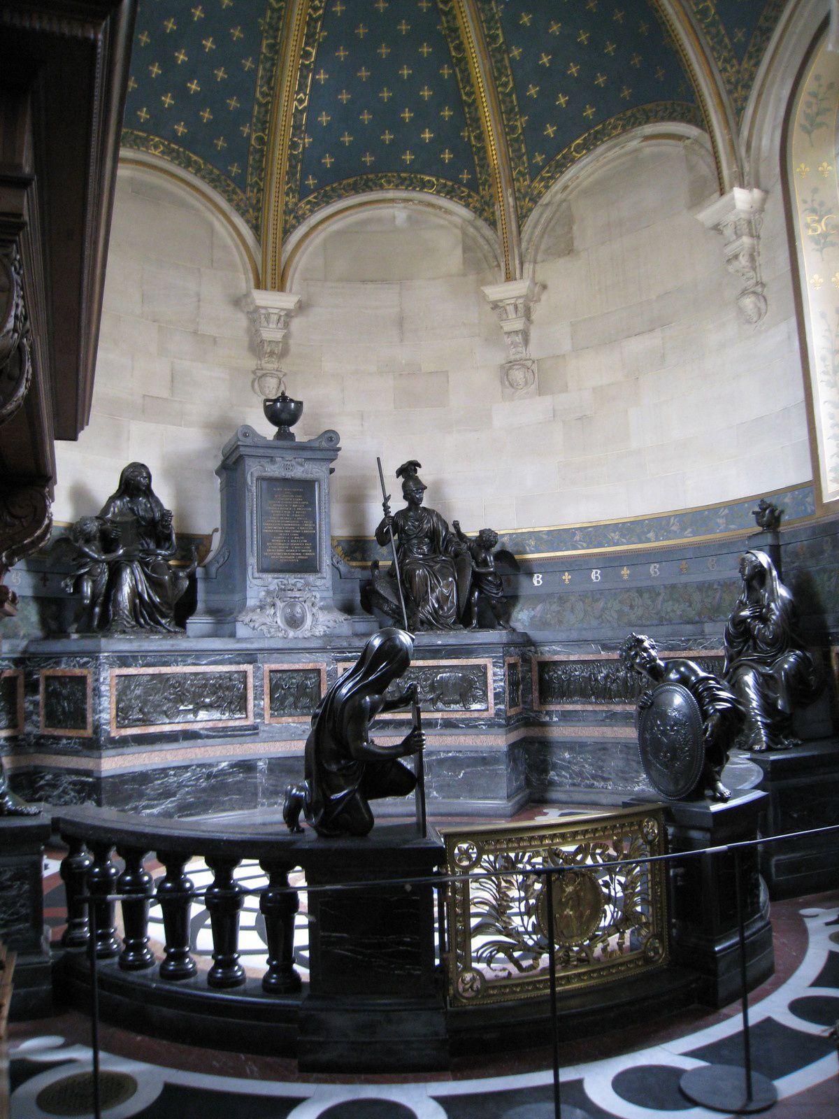 """Bas-relief """" le Triomphe de l'Eternité """""""