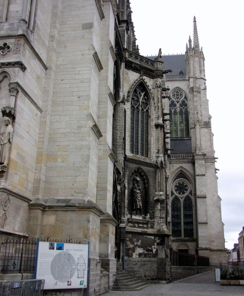 Porte Saint-Christophe du côté sud de la nef, cathédrale d'Amiens