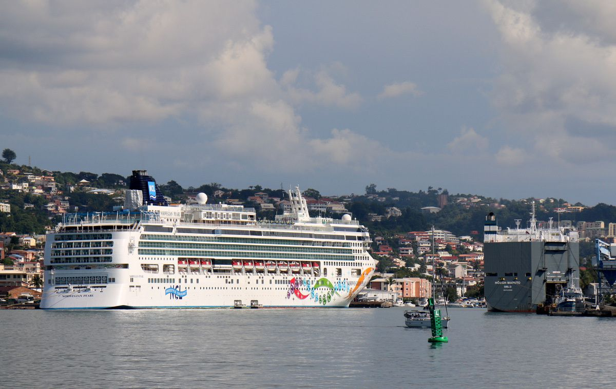 "Le ""Norwegian Pearl"" à Fort-de-France"