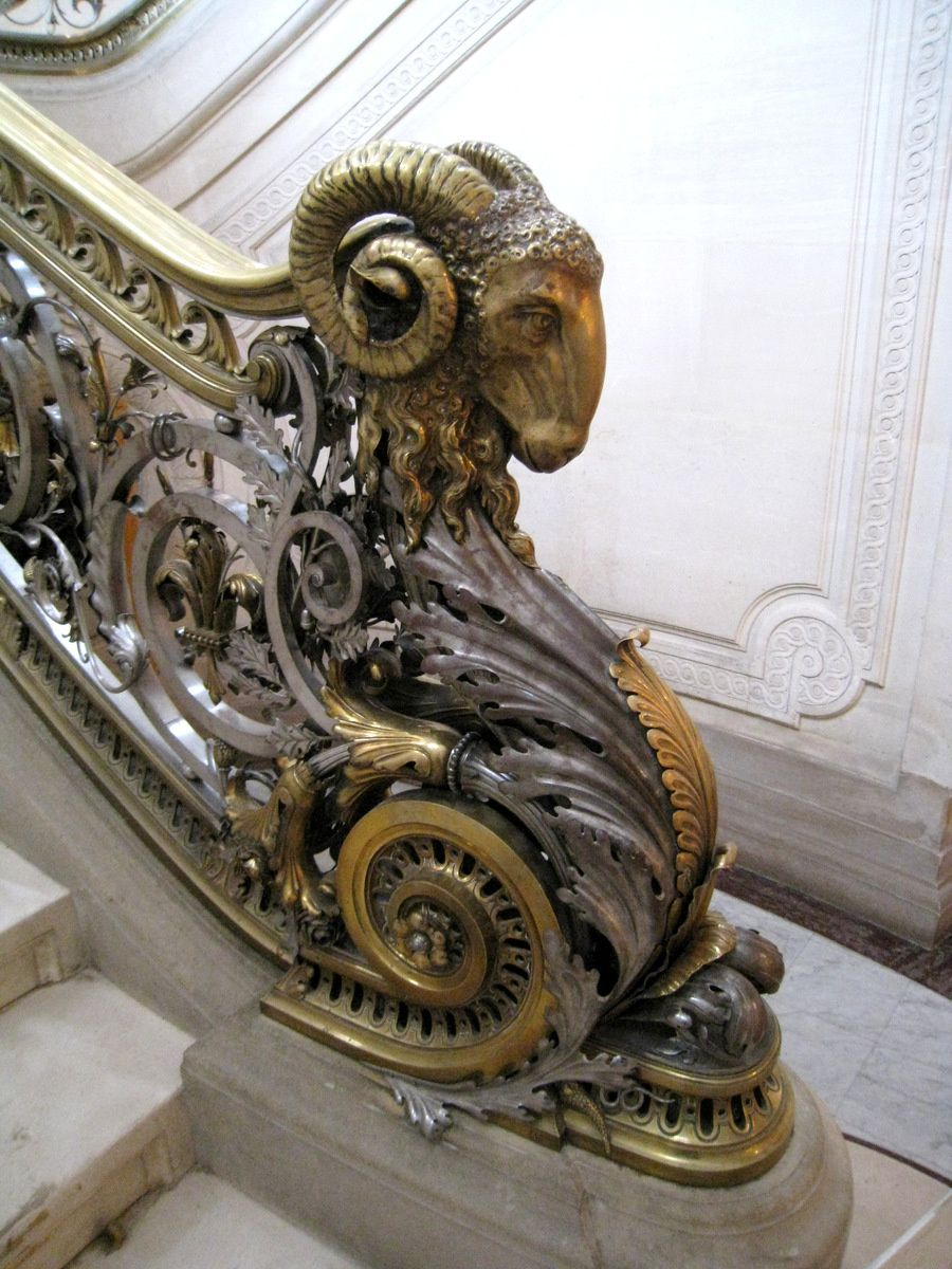 Le grand escalier d'honneur du château de Chantilly (2/2)