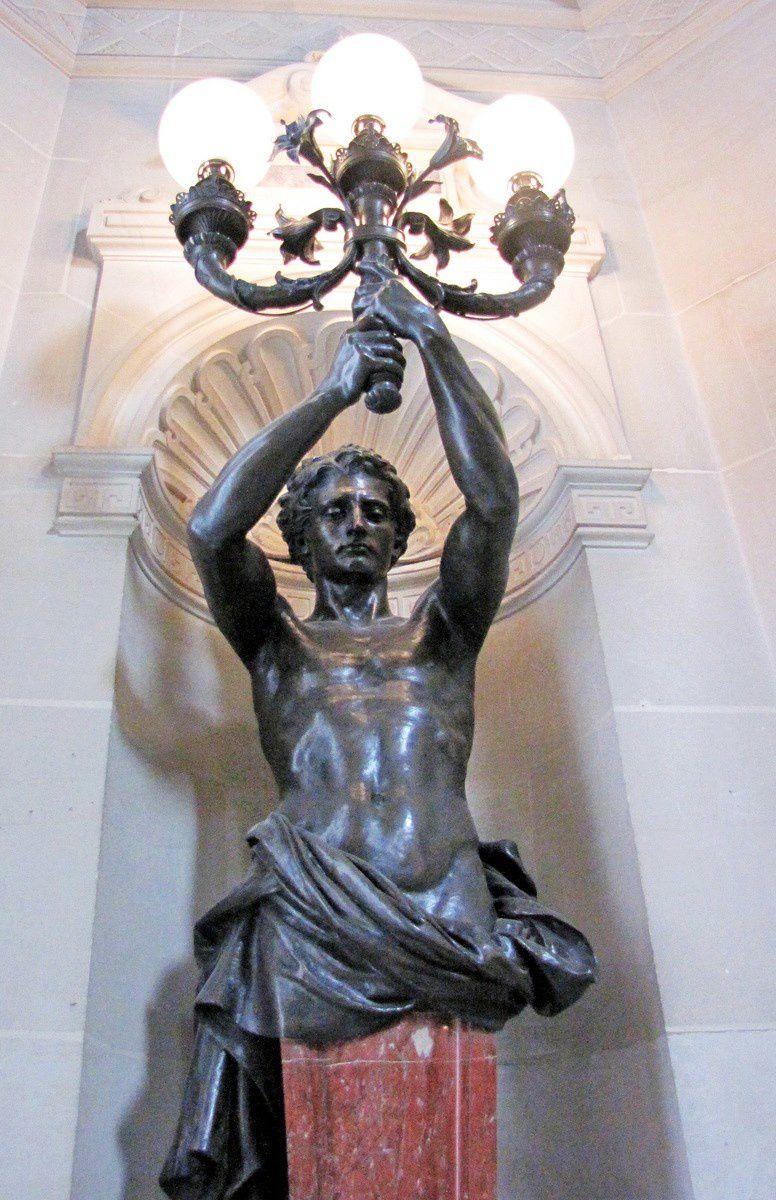 Lampadaires du vestibule d'honneur du château de Chantilly