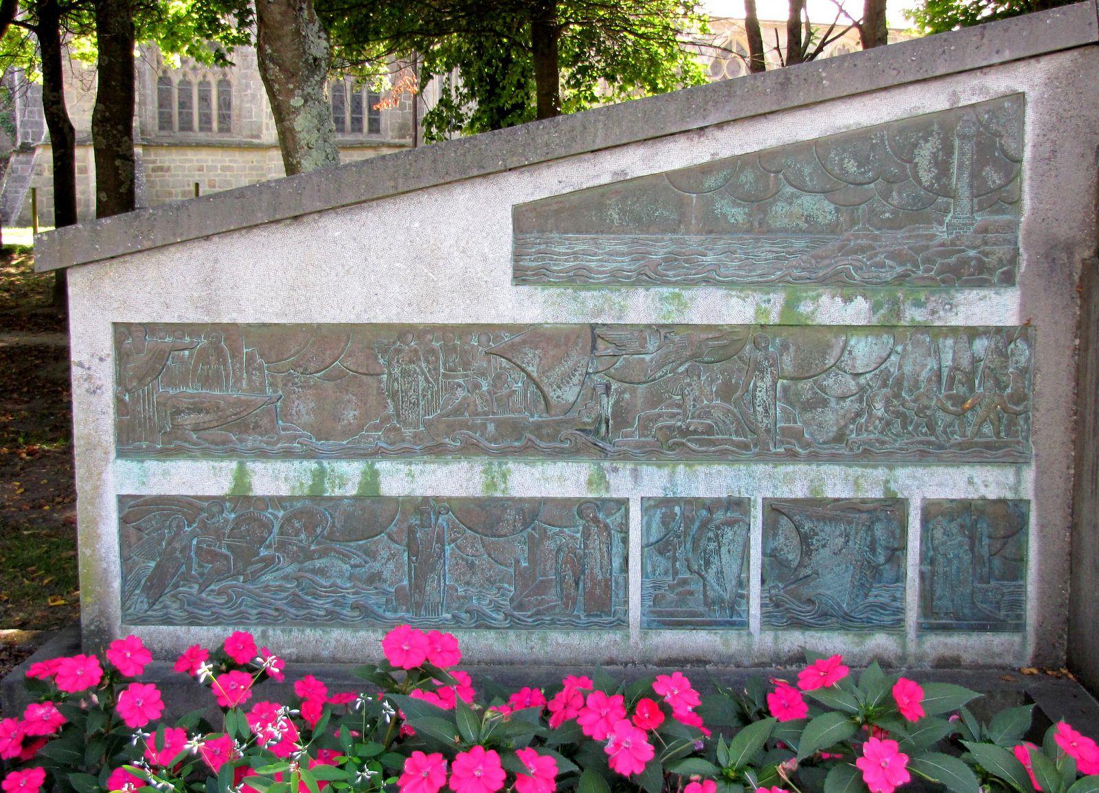 Monument aux Bigoudens, Pont-L'Abbé