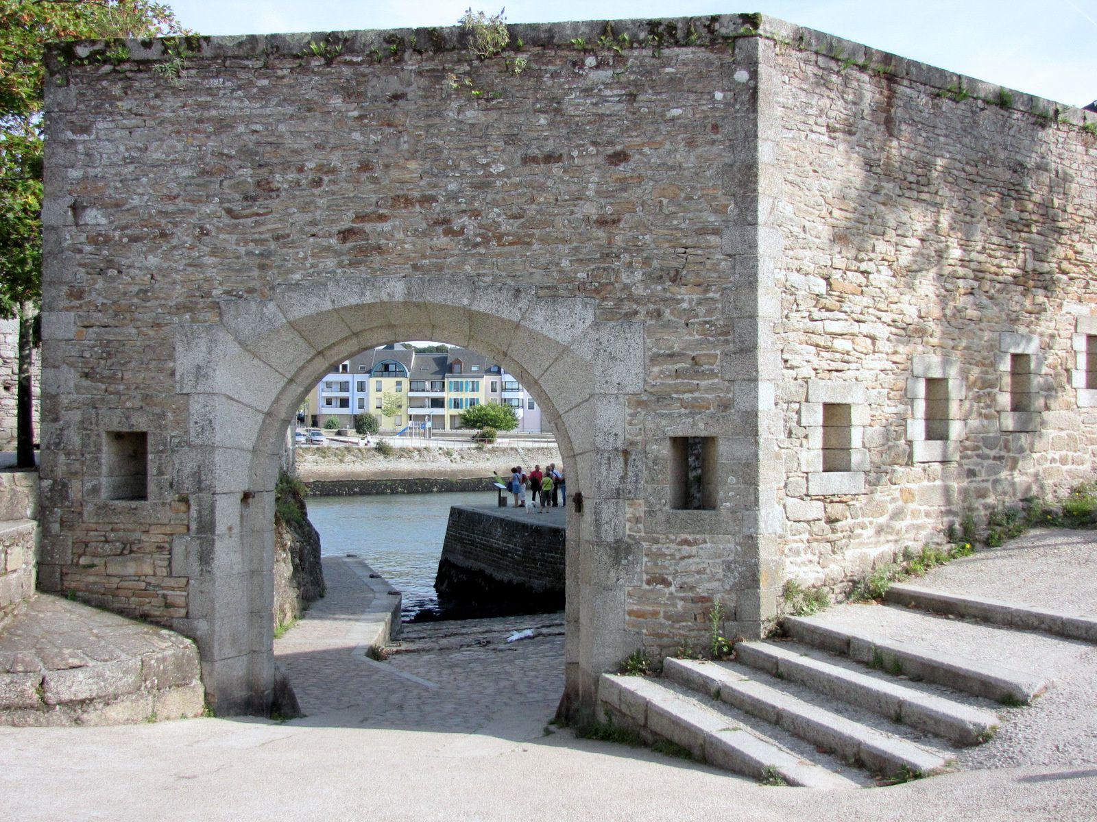 Vue intérieure de l'accès au quai