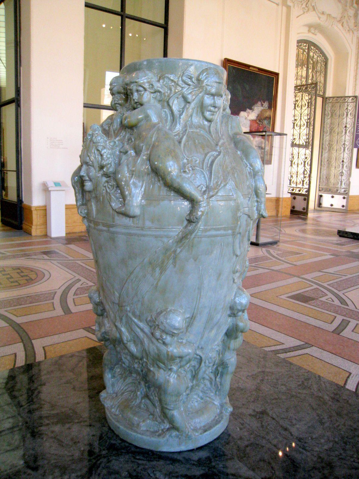 Vase à décor de mascarons et putti, Isidore De Rudder