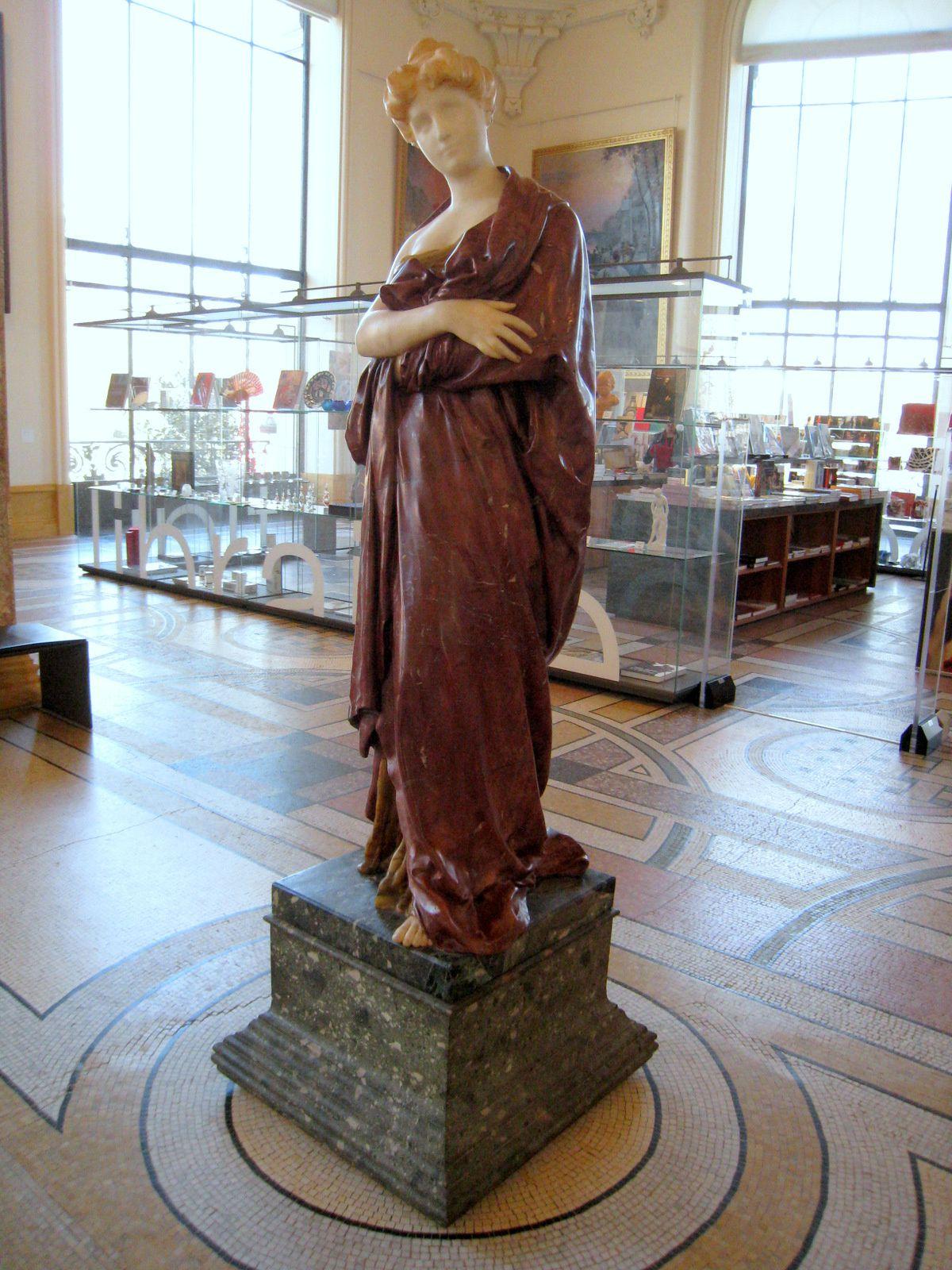 La Pensée, statue de marbre par Denis Puech