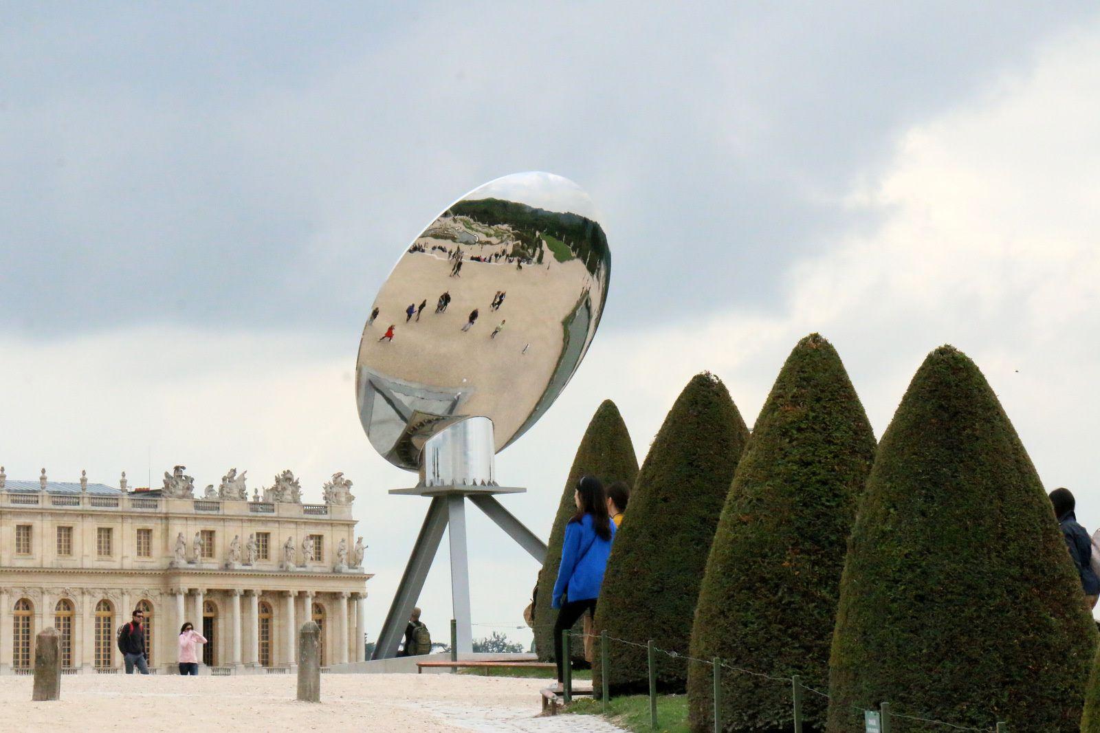 Sky Mirror d'Anish Kapoor dans les jardins de Versailles