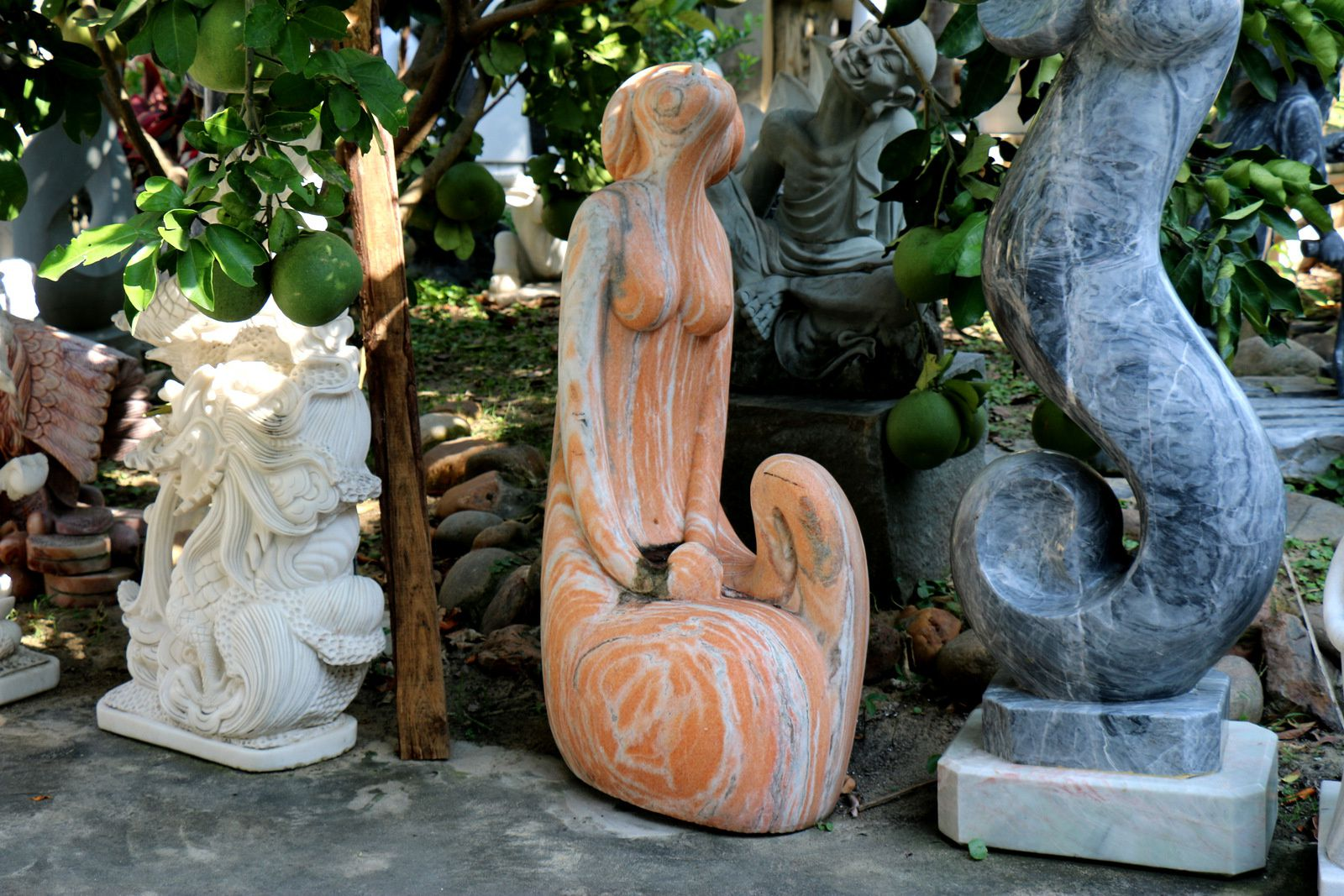 Marbrerie à Non Nuoc (Vietnam), sculptures diverses