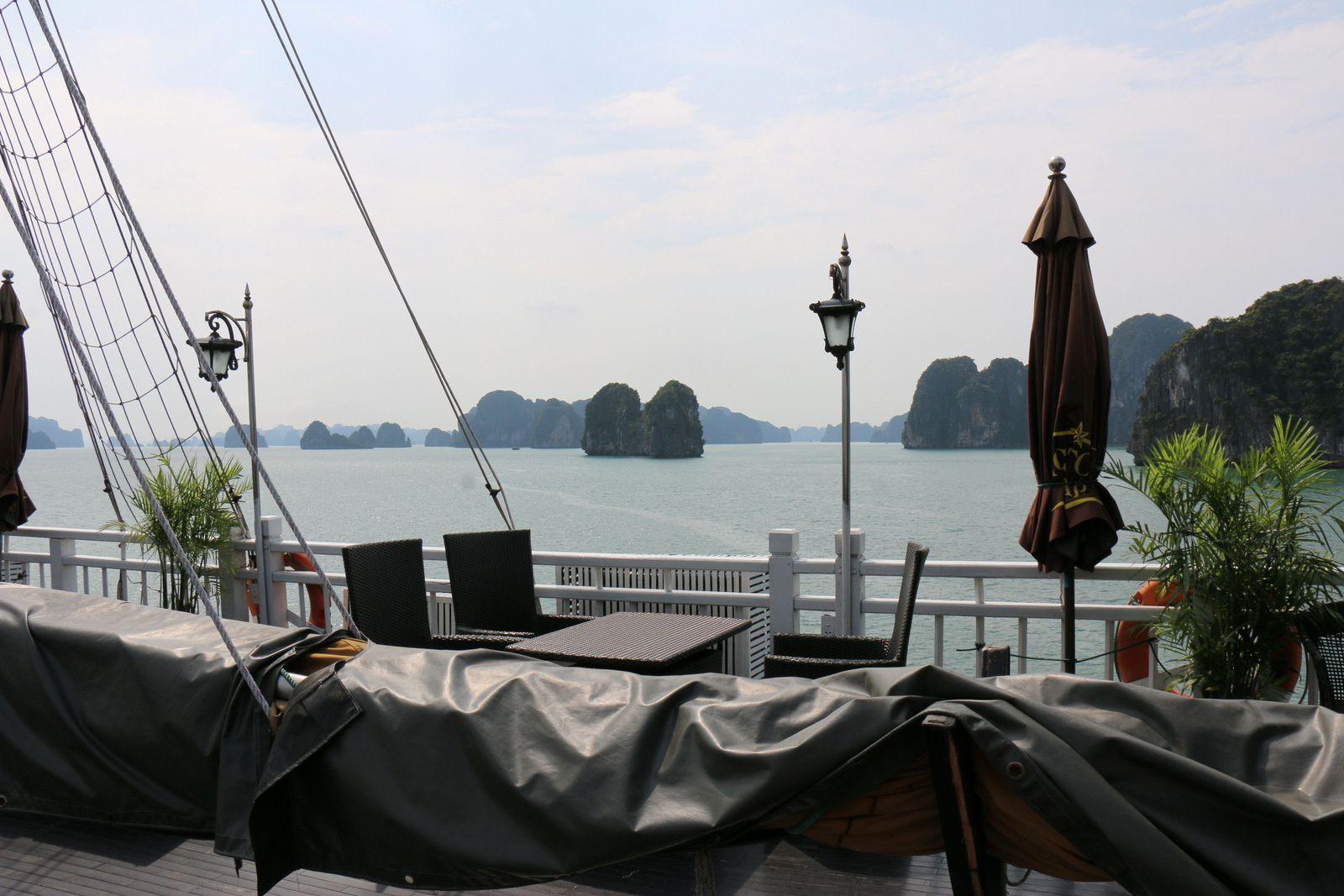 A bord d'une jonque de la baie d'Ha Long, Vietnam