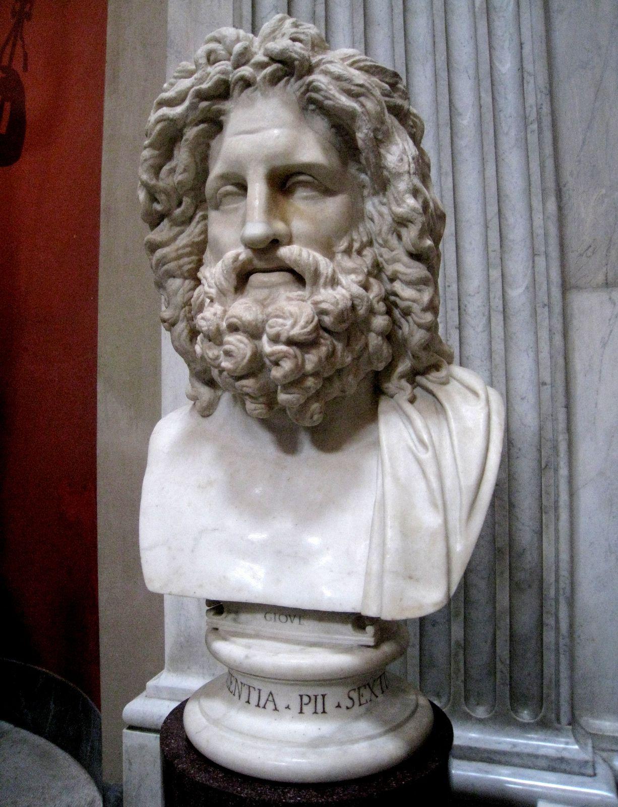 Bustes de Jupiter et de Sérapis, salle ronde du musée Pio-Clémentin