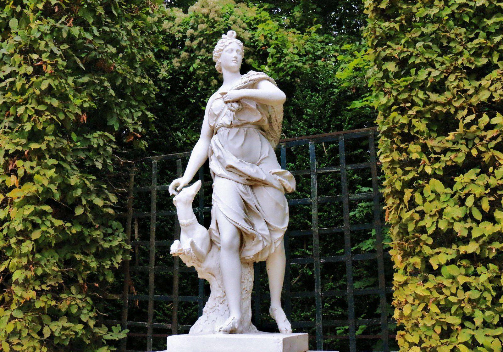 Callisto (bosquet des Dômes), statue par Anselme Flamen