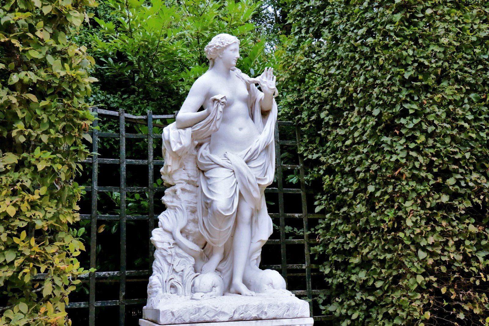 Galatée (bosquet des Dômes), statue par Jean-Baptiste Tuby