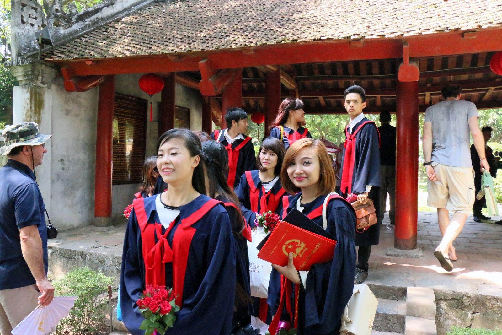 Ecoliers et étudiants, temple de la Littérature