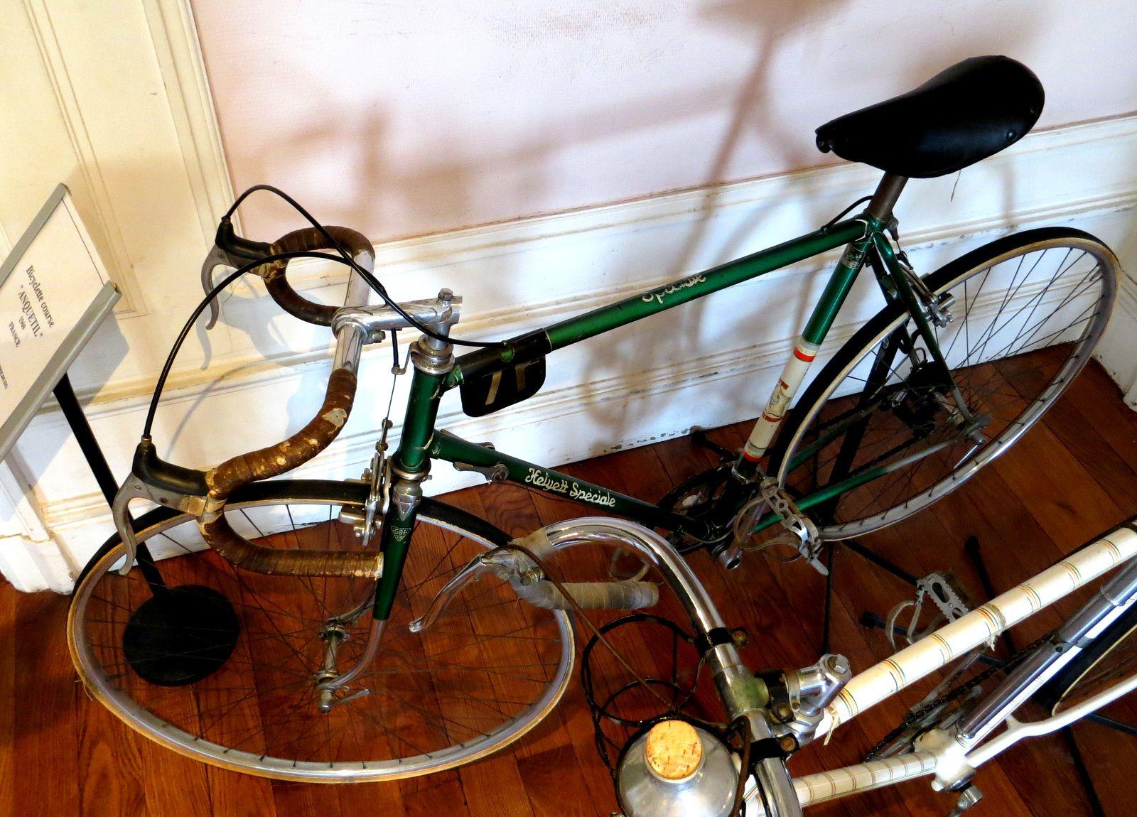 """Vélocipède Paranque et bicyclette course """"Anquetil"""" de 1960"""