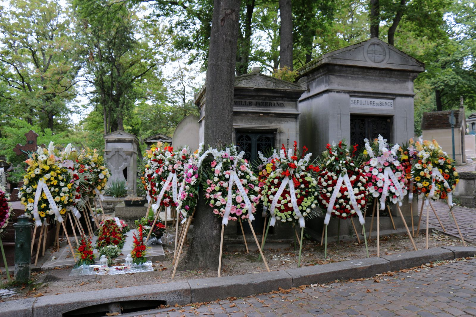 Orantes, cimetière du Père Lachaise