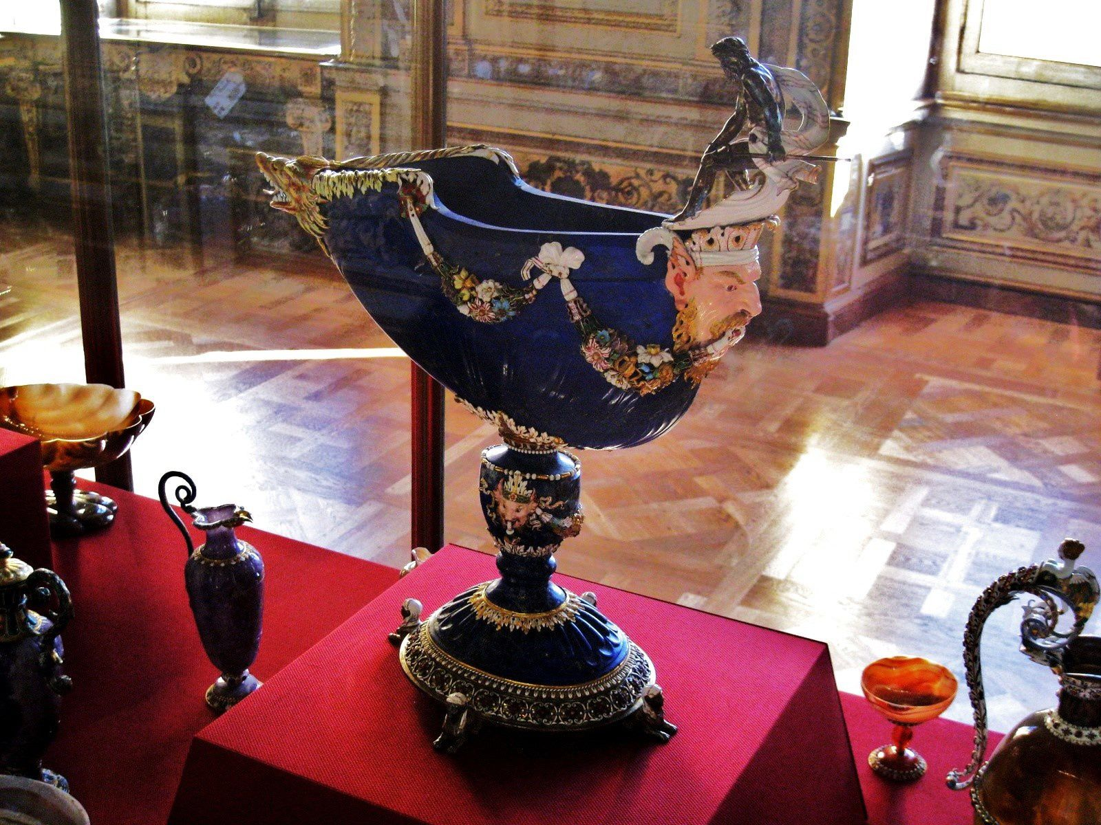 Nef en lapis-lazuli