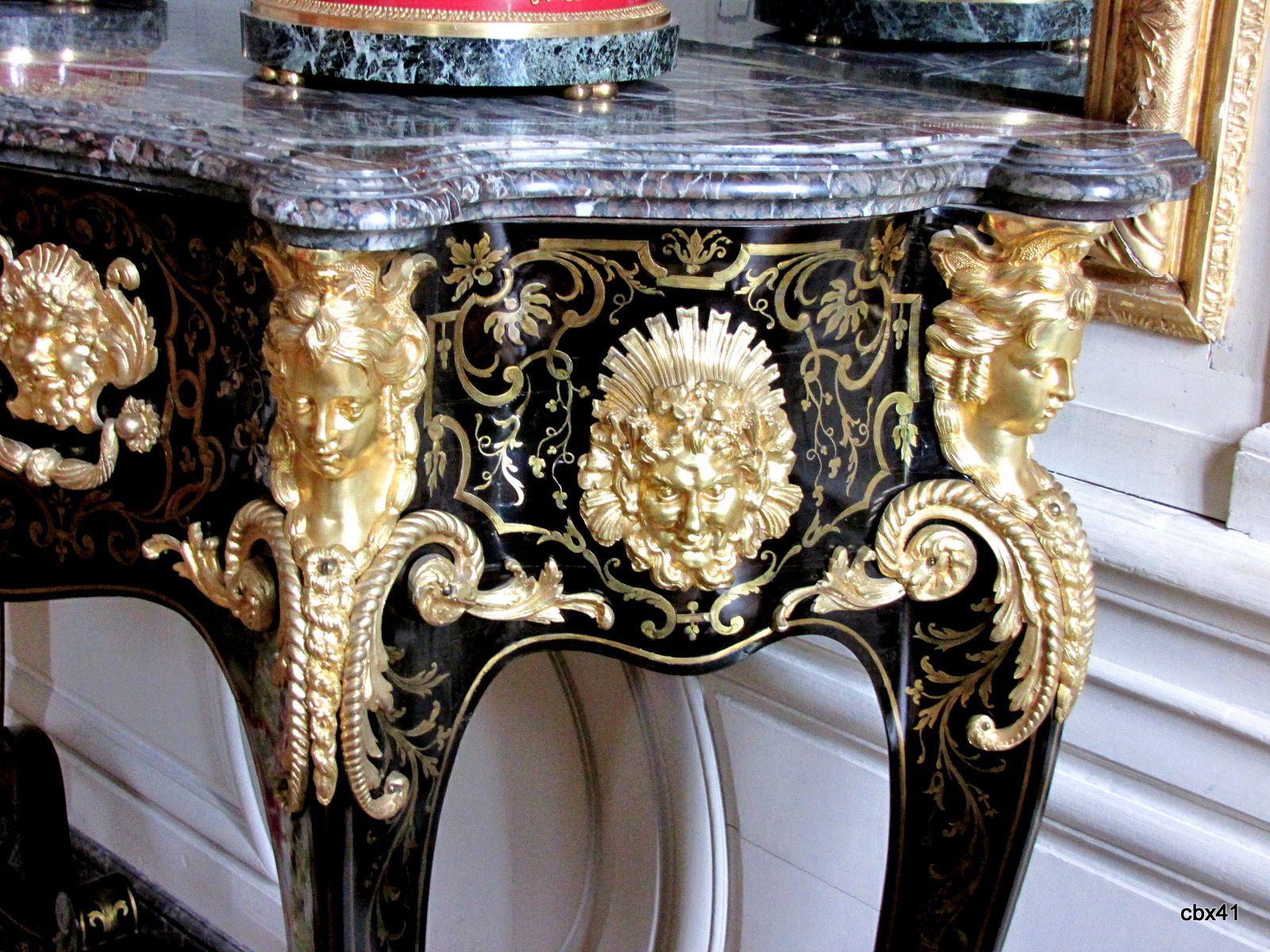Guéridons et vases de la chambre de la reine des Belges, Grand Trianon