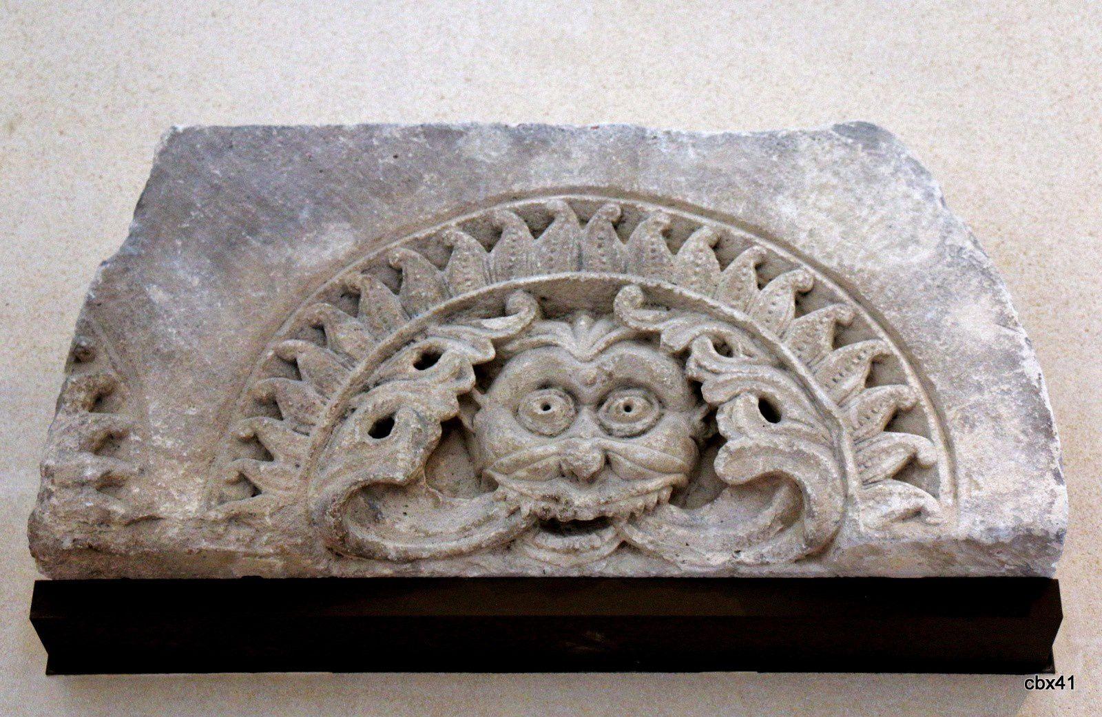 Haut-relief et fragment de tympan, Ile de France